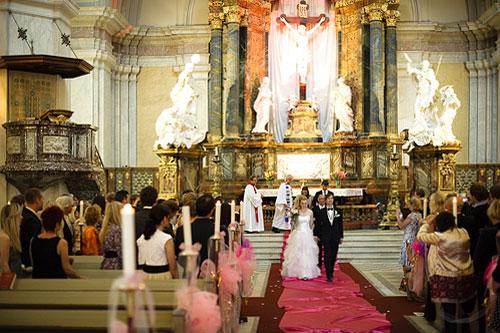 Bröllopsfotografering i Gustav Vasa kyrka. Högt ISO-tal och mycket brus