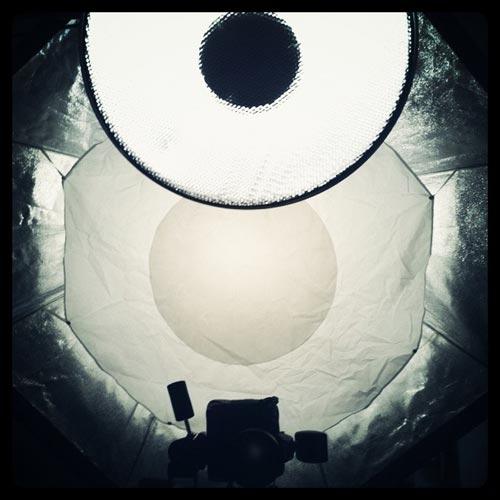 Ljussättning, Profoto beautydish framför 150 cm (5 foot) softbox octa