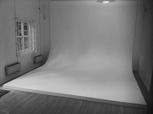 Rundfond i fotostudio, bygget steg för steg. Fotograf Stefan Tell