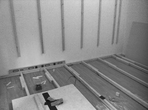 Rundfond i fotostudio. Reglar på golv och fästa i väggen. Fotograf Stefan Tell