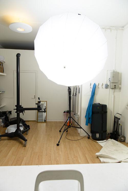 fotostudio-en-blixt-stort-halvtransparent-paraply