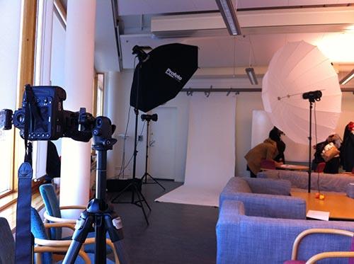 behind-the-scenes-helkropp-vit-bakgrund-halvt-bakgrundspapper