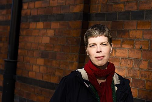 Johanna Lindbäck, författarporträtt till Lilla Piratförlaget 2013. Pressbild, fotograf Stefan Tell.