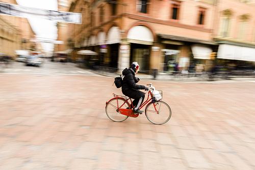 panorering-cyklist-Bologna