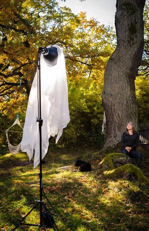 Blixtporträtt utomhus i miljö. Profoto AcuteB 600r plus Magnum-reflektor. Fotograf Stefan Tell