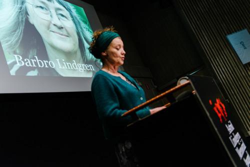 ALMA_Annika-Edlund-presenterar-vinnaren-Barbro-Lindgren-KB-2014