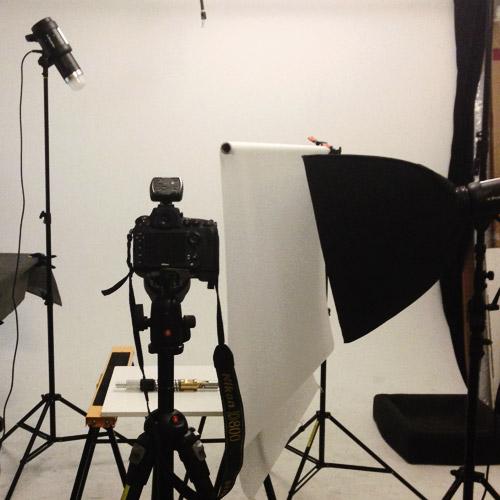 bts-behind-the-scenes-produktfotografering-metallprylar