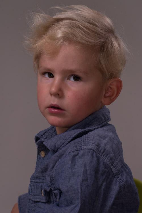 Oretuscherad bild direkt från Lightroom utan justeringar, porträtt av barn. Fotograf Stefan Tell