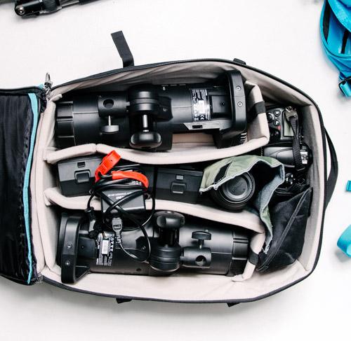 innehåll-kameraryggsäck-uppdrag-på-plats-on-location-blixt