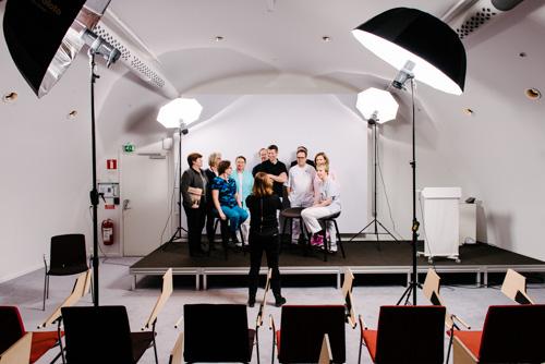 behind-the-scenes-inför-styrelsefotografering-gruppbild
