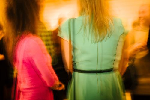 diversebild-rygg-tjejer-klänning