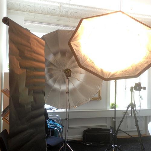 behind-the-scenes-ljussättning-två-blixtar-octa-xl-umbrella-profoto