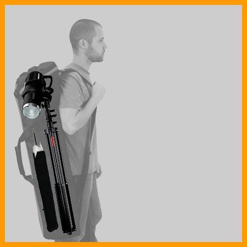 stativ-med-monterad-blixt-i-vaska-med-paraplyt