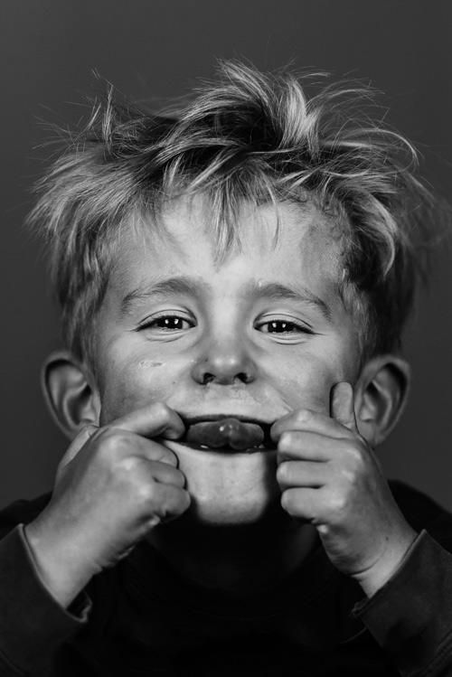 vab-porträtt-hemma-snorglamour-två-blixtar-svartvitt-Profoto-B1