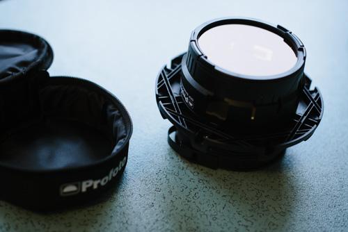 test-Profoto-OCF-färgfilterhållare-på-speedring-kombinera