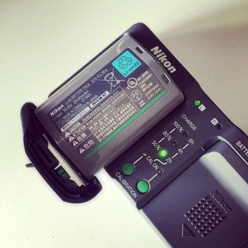 batteriladdare-till-Nikon-D5-dubbla-batteripack