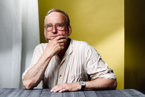 Erik-Sidenbladh-författarporträtt-pressbild-Bonnier-fotostudio-Stefan-Tell