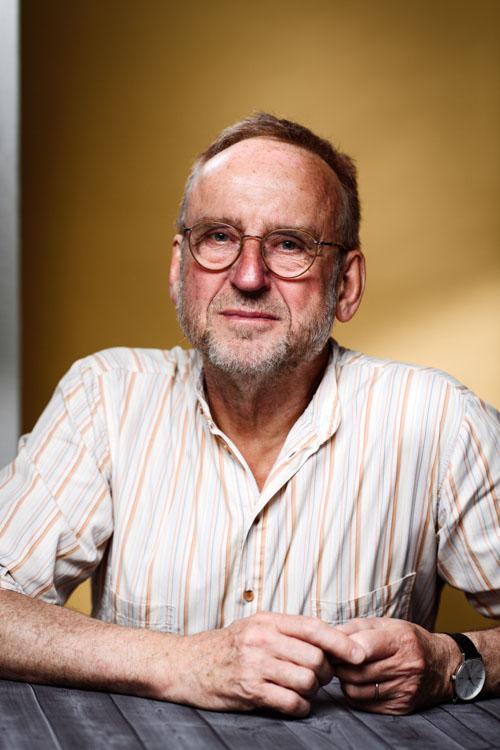 Författare-Erik-Sidenbladh-närmare-utsnitt-ny-bakgrundsfärg