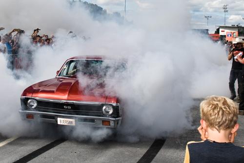 burnout-tavling_Wheels-Nationals-Solvalla_rok-smoke