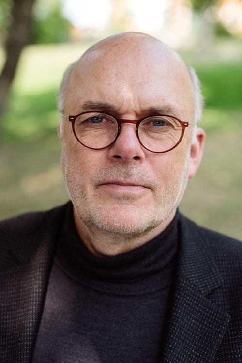 dan-wollgers-utomhusportratt-konstnar-bok-pressbild. Fotograf Stefan Tell