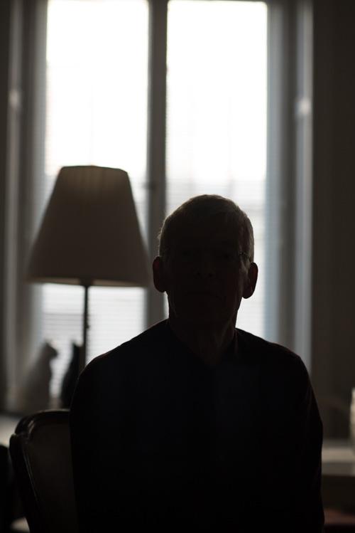 testbild porträtt i lägenhet utan blixt bara fönsterljus
