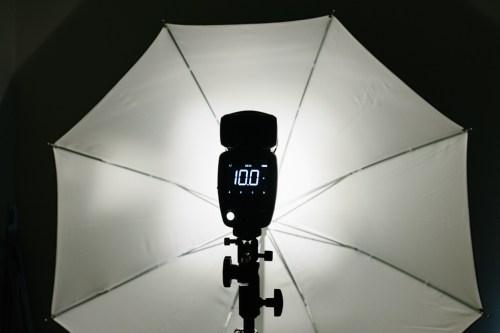 Profoto-A1-zooma-ljusets-spridning-blixt-smal-kon