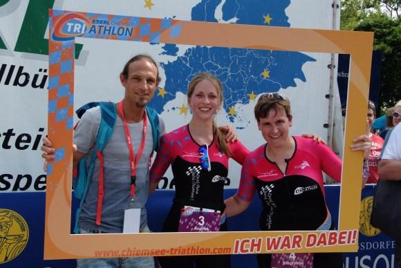 Bernd Rose (von links) bereitet Andrea Seehuber und Stephanie Brenninger auf das nächste Triathlon-Projekt vor.