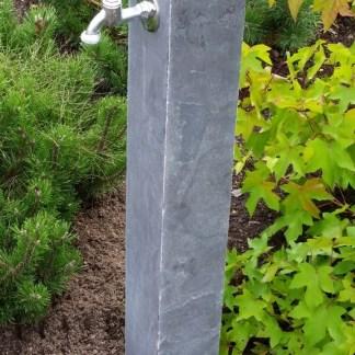 Wasserzapfsäule Kalkstein, blaugrau
