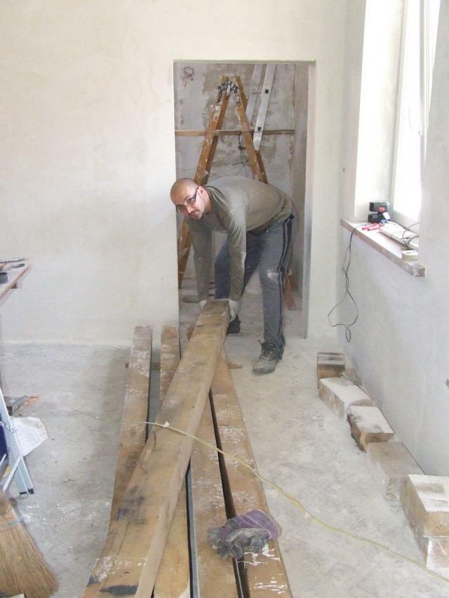 Grinzile de stejar 100x150 mm si proprietarul - montaj de podea