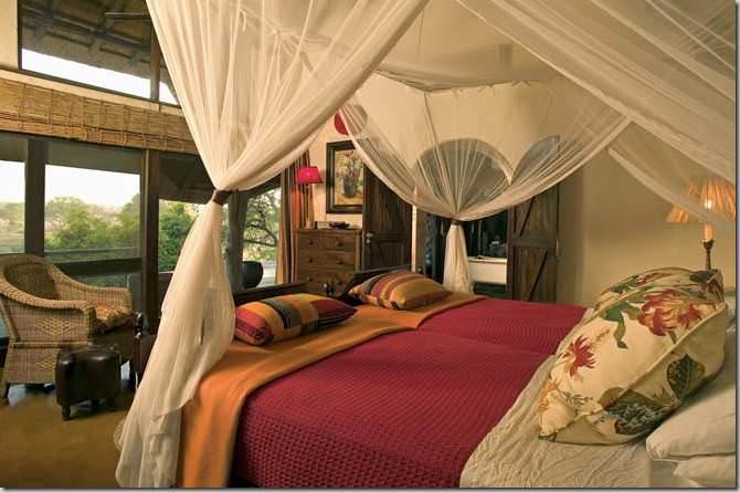 dormitor din lemn masiv