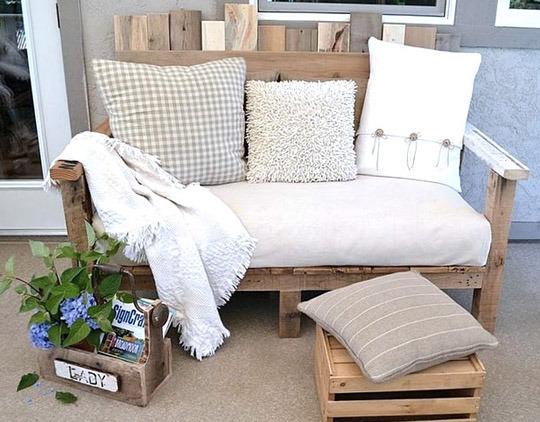 utilizarea paletilor de lemn pentru mobilier rustic