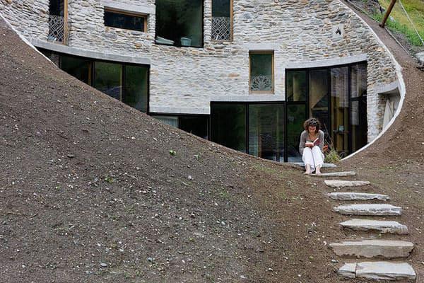 casa sub pamant Villa Vals din coasta Alpilor elvetieni