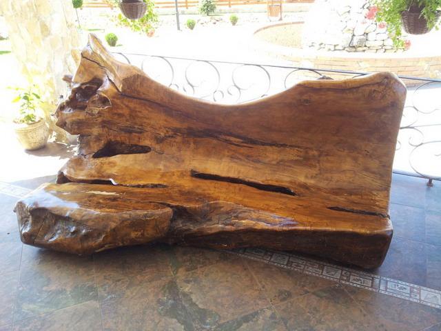 Banca din trunchi de copac masiv