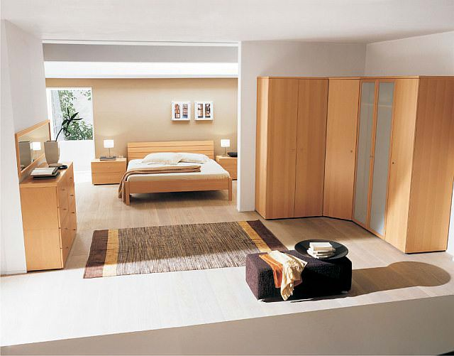 dormitor cu garderoba pe colt