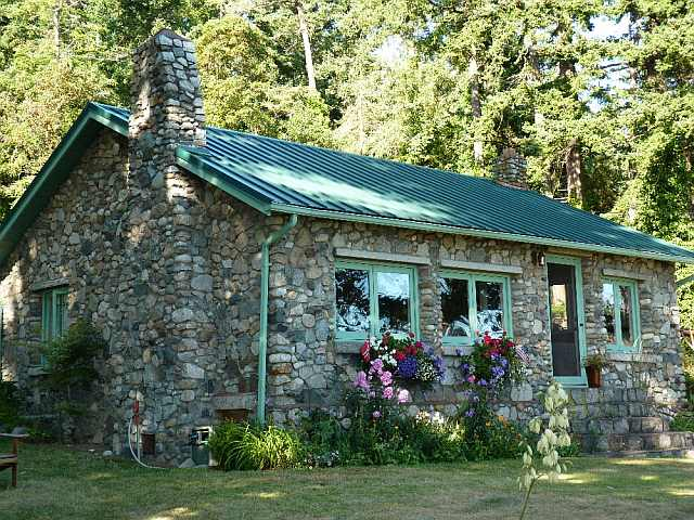 cabana din piatra si lemn
