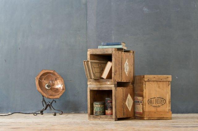 "<img src=""https://i1.wp.com/www.stejarmasiv.ro/wp-content/uploads/2013/02/Cutii-pentru-transport-marfa-vintage.jpg?resize=640%2C426&ssl=1"" alt=""lădiță de lemn"" />"