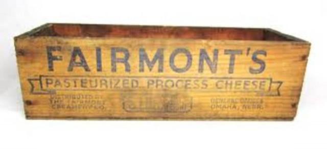 "<img src=""https://i1.wp.com/www.stejarmasiv.ro/wp-content/uploads/2013/02/Fairmount-cheese.jpeg?resize=640%2C306&ssl=1"" alt=""cutie de lemn"" />"