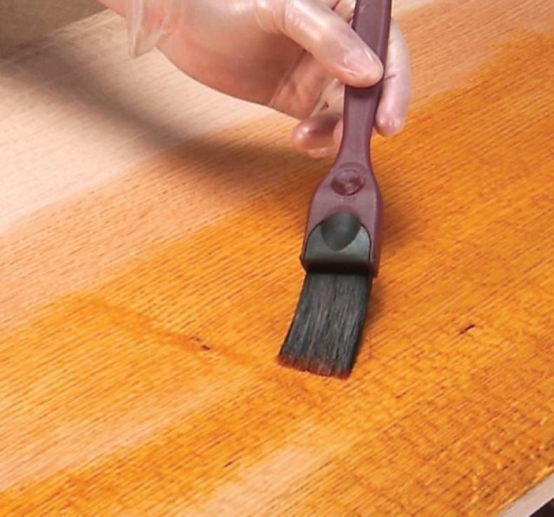 vopsirea lemnului de stejar