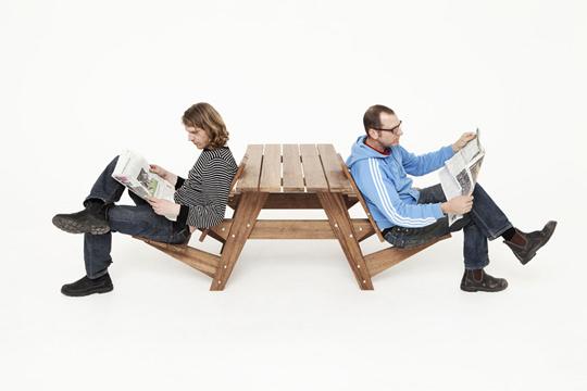 "<img src=""https://i1.wp.com/www.stejarmasiv.ro/wp-content/uploads/2013/03/scaunele-in-mod-revers.jpg?resize=540%2C360&ssl=1"" alt=""bancă picnic"" />"