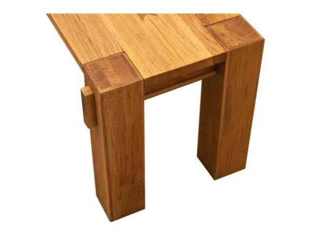 detaliu de bancuta din lemn