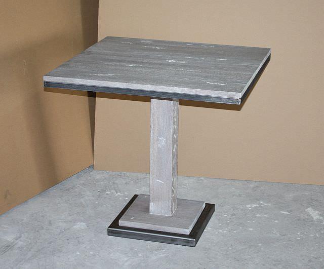 "<img src=""https://i1.wp.com/www.stejarmasiv.ro/wp-content/uploads/2013/07/Masa-de-bar-cu-picior-si-rame-metalice-la-blat-si-suport.jpg?resize=640%2C531"" alt=""mese de bar"">"