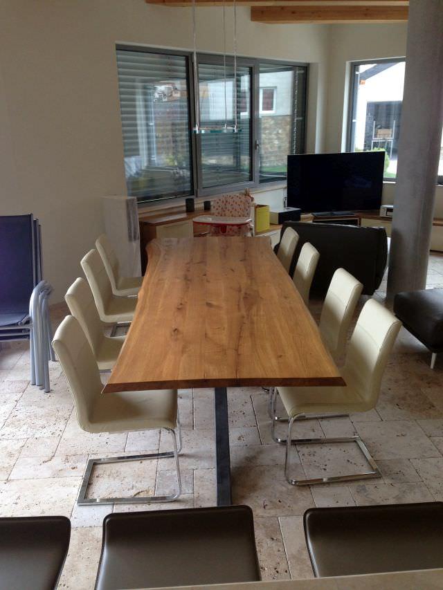 masa cu blat din lemn si metal pentru picioare