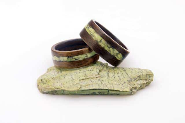 designer roman de inele din lemn