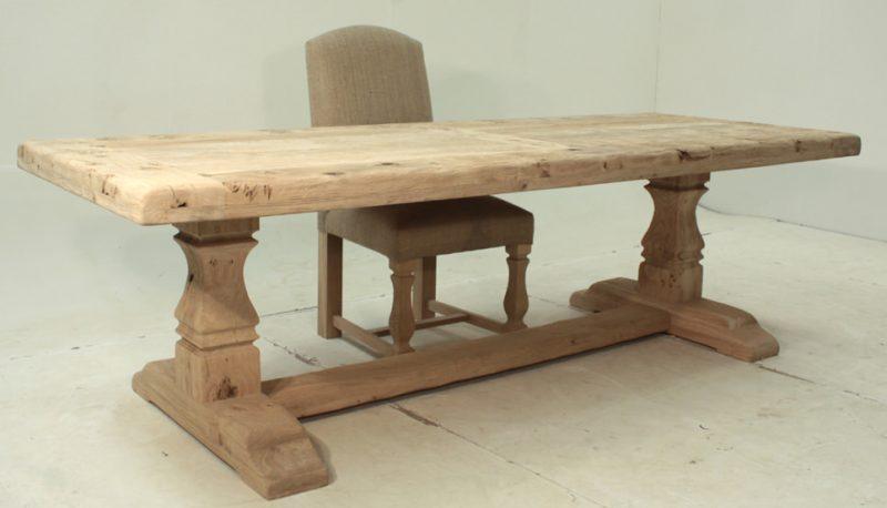 masa antichizata din lemn masiv