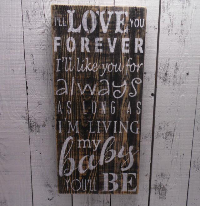 artizanat din lemn inscriptionat cu Te iubesc