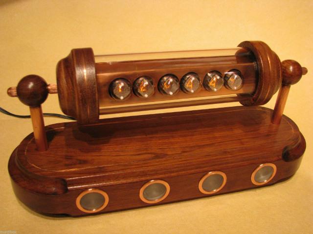 ceas cu tuburi NIXIE si carcasa de lemn