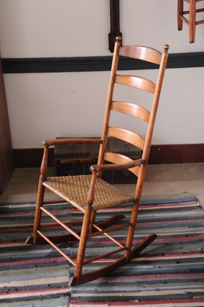 mobila din lemn masiv stil Shaker