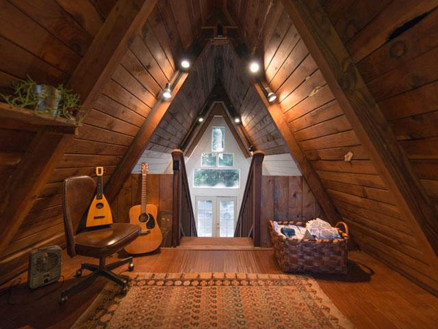 Interior cu lambriu aparent