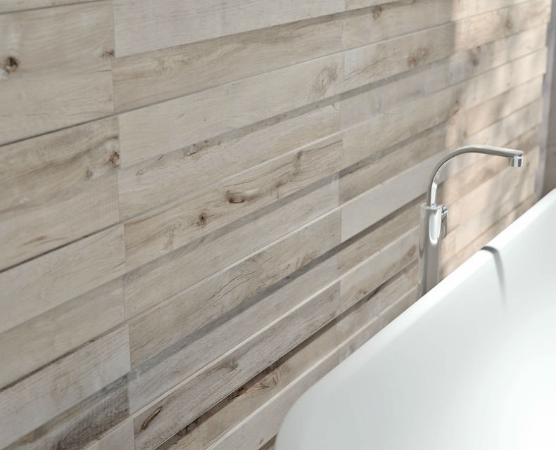 Faianta cu aspect de lemn pentru baie