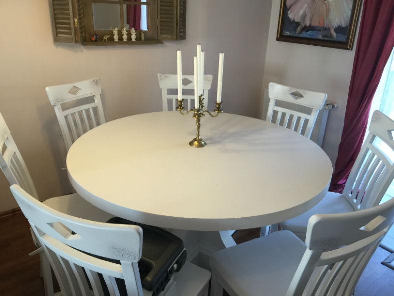 set de scaune Dijon si masa rotunda Britain finisate in alb mat